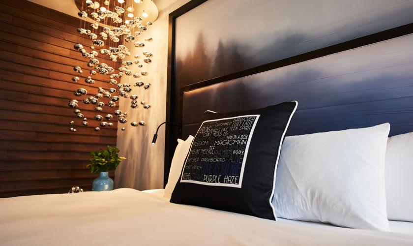 Motif_Guestroom_Suite_BedDetail