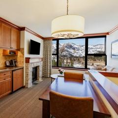 RSC_Rooms_Bi-Level One Bedroom Fireplace_Living