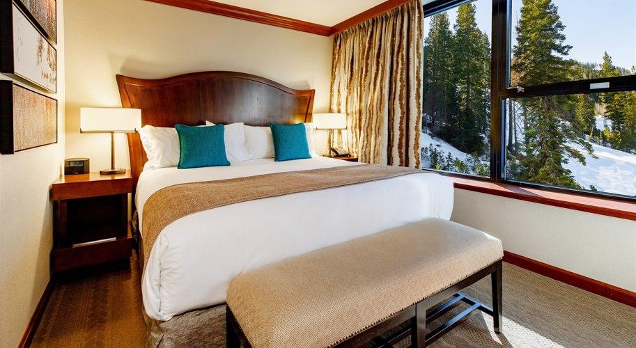 RSC_Rooms_Deluxe Fireplace Suite Valley View_Bedroom