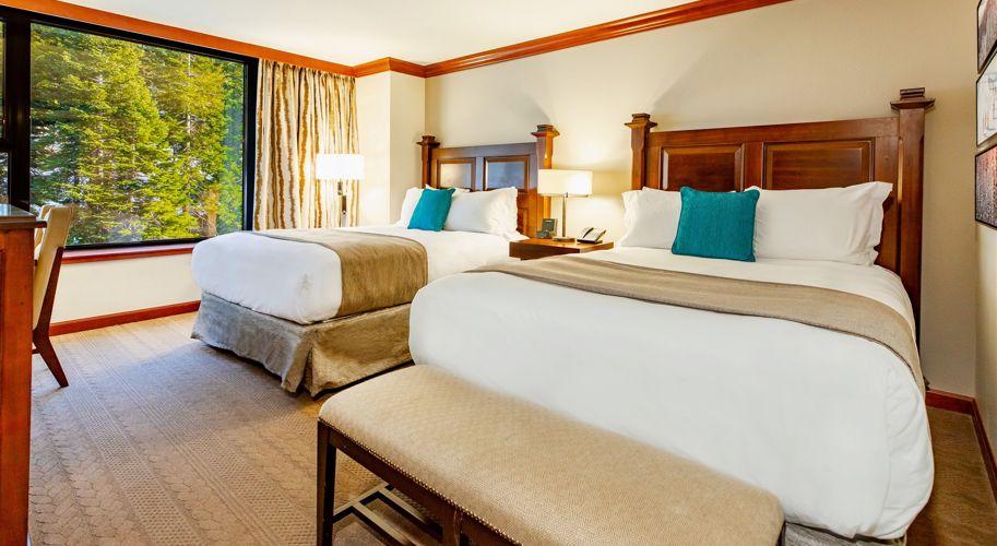 RSC_Rooms_Deluxe Queen Forest View_Bedroom