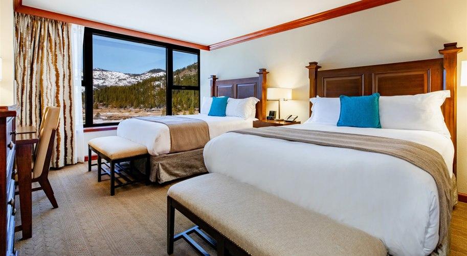RSC_Rooms_Deluxe Queen Valley View_Bedroom