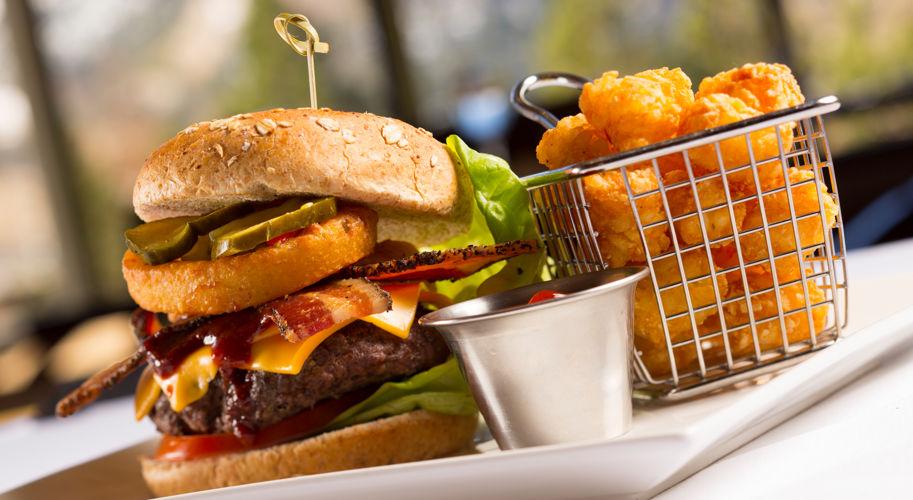 RSC_Dining_Sandys_Burger