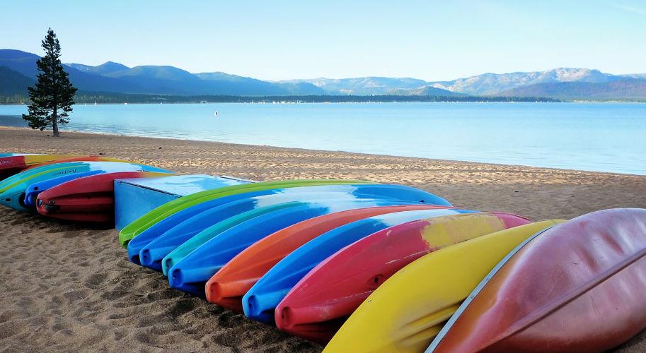 RSC_Groups_Summer_LakeTahoe_ColoredKayaks_Beach