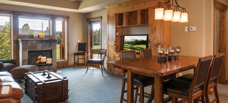 trailhead condo living area at suncadia resort