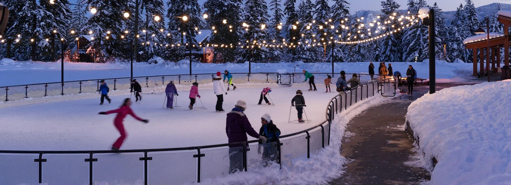 suncadia_activities_winter_iceskating_night