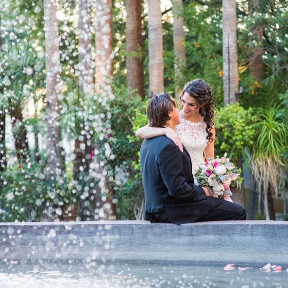 Wedding_couple_sitting_on_fountain