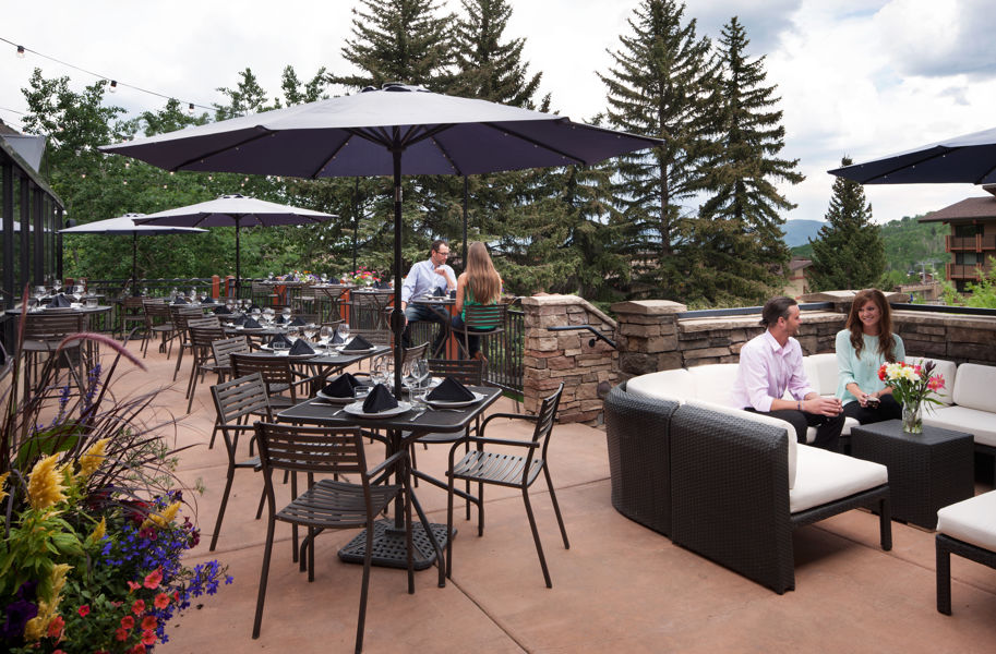 stonebridge_dining_theartisan_patio_couple