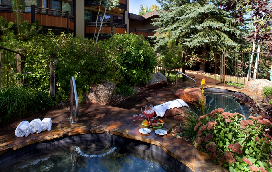 drsnowmass_Laurelwood_Amenities_Exterior_Summer_Hot_tub