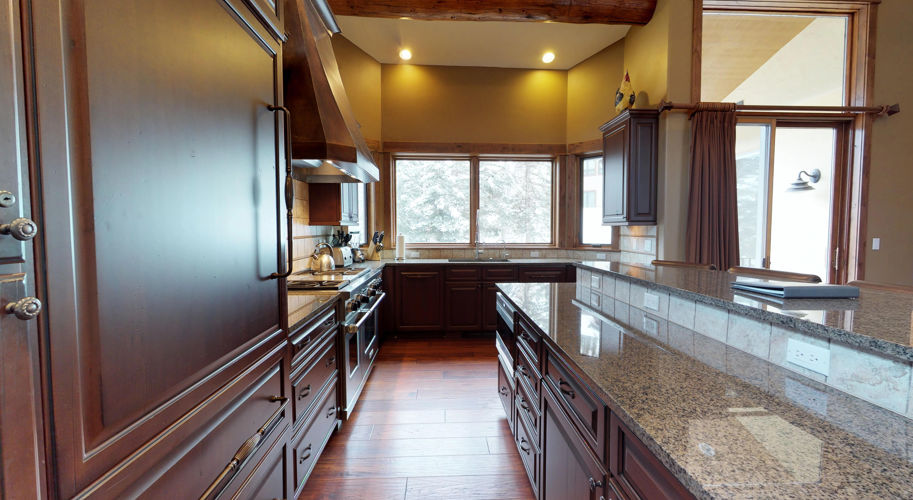 Blue Spruce East – Kitchen