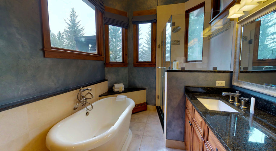 Blue Spruce West – Guest Bathroom