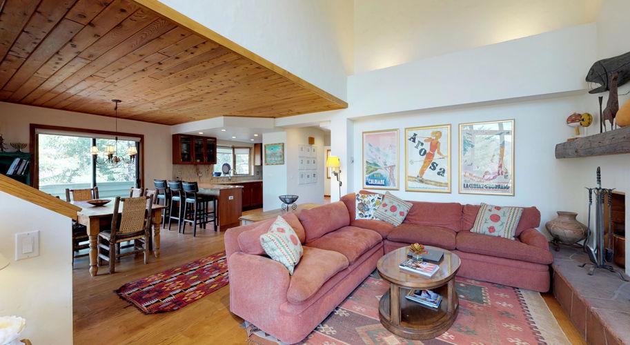 Cascade Meadows – Living Room