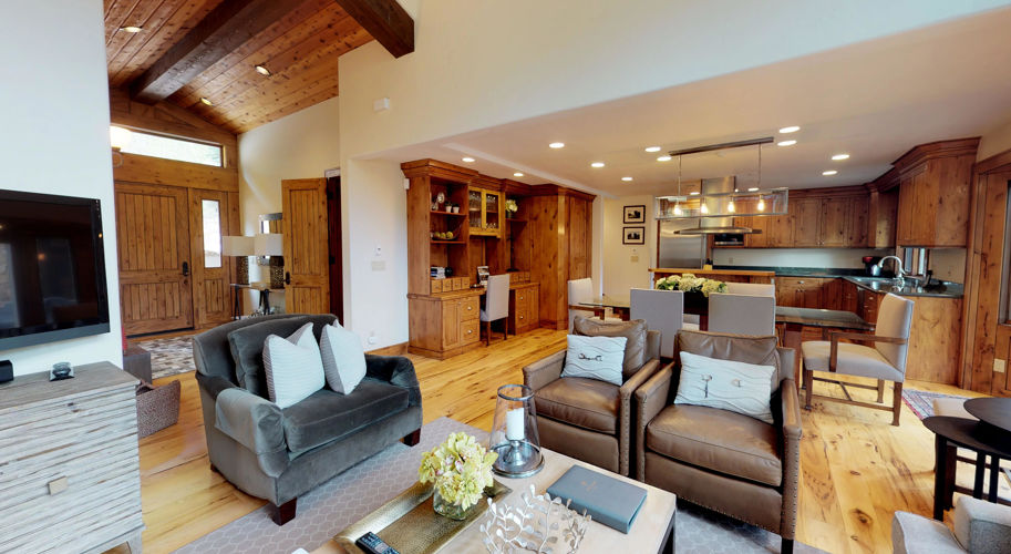 Red Wood East – Kitchen/Living Room