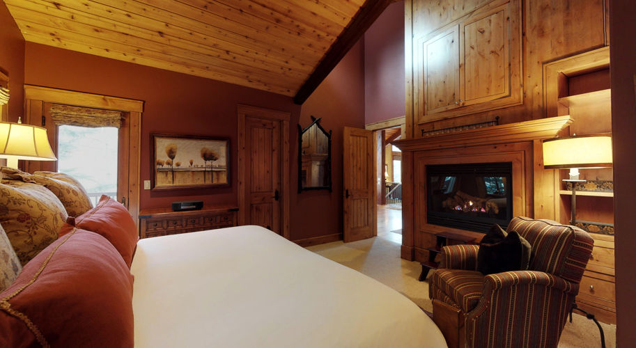 Red Wood West – Guest Bedroom