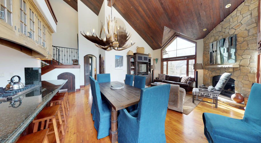 Ski Bridge North – Living Room/Kitchen