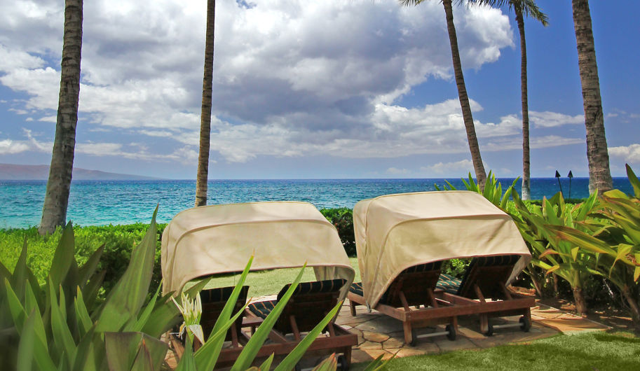 DR_Hawaii_Wailea Beach Villas_Grounds_Cabanas_View