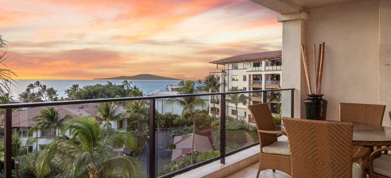 DR_Hawaii_Wailea Beach Villas_Interior_Lanai_Sunset