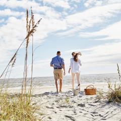 WildDunes_Young_Couple_Beach_Picnic
