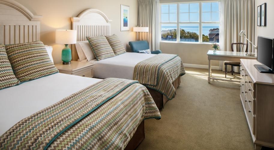 double queen bed guest room at wild dunes resort