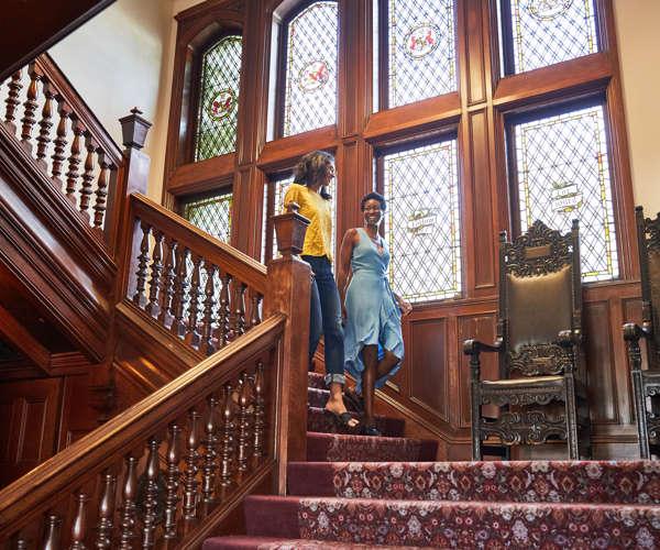 ALBOW_P001_Lobby_Stairs