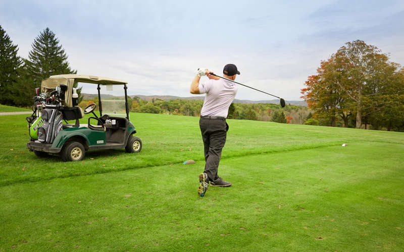 ALBOW_P003_Golfing