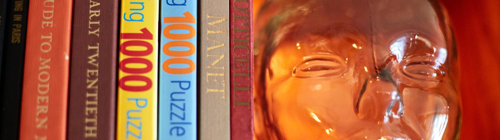 Hotel Avante_Book_Shelf