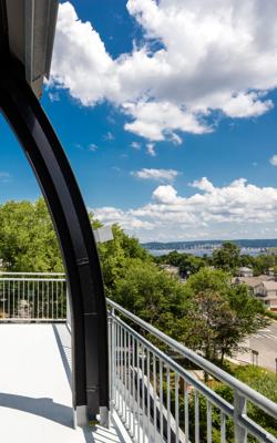 Hotel-Nyack-1-King-Bed-Balcony-Suite-Balcony