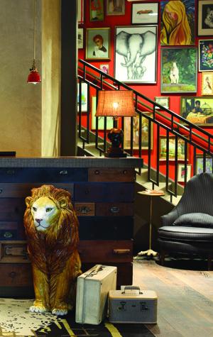 Hotel Lincoln Receptionist Desk