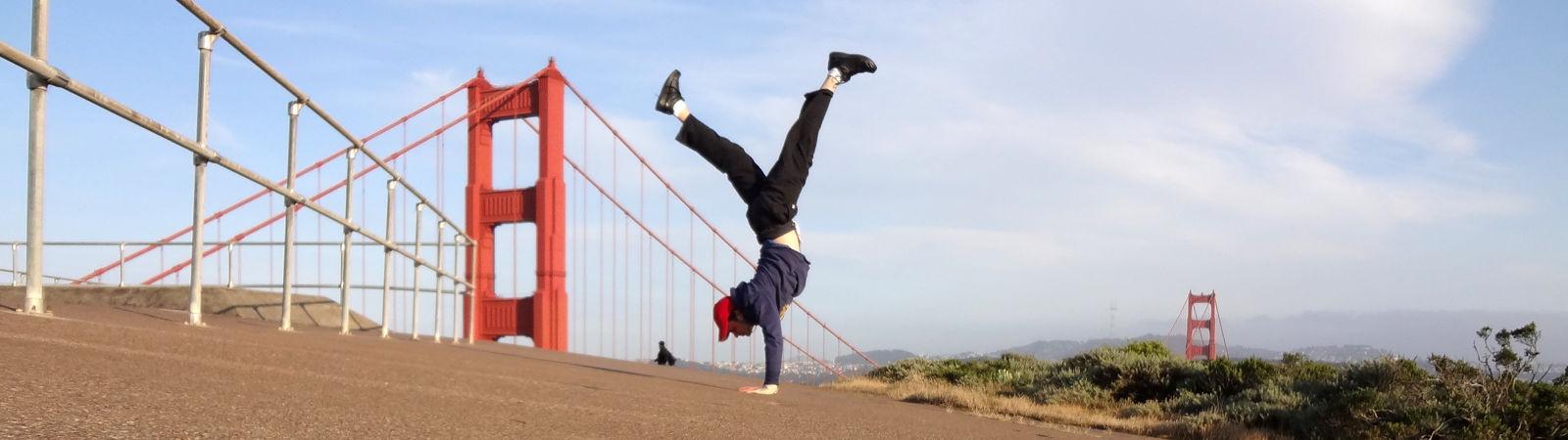 HotelKabuki_Fitness_Stock_Handstand