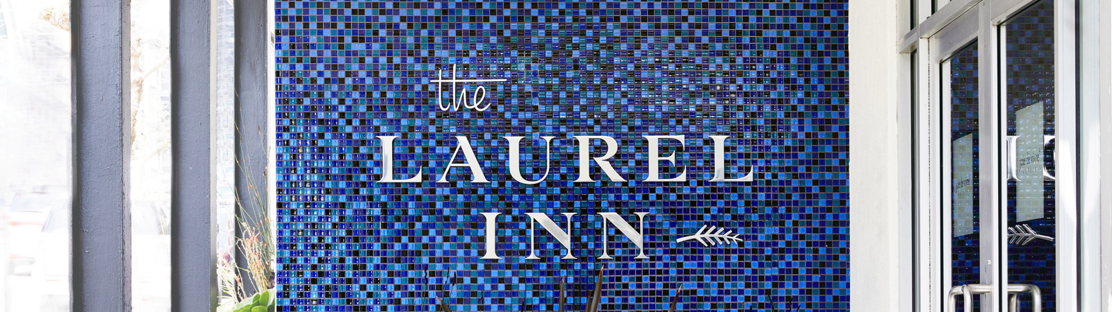 Laurel Inn_Exterior_Entrance