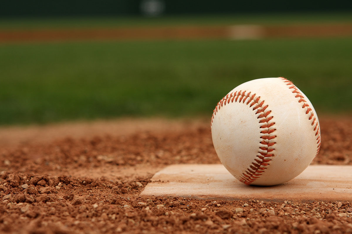 HotelLincoln_LandingPage_Baseball at Wrigley Field