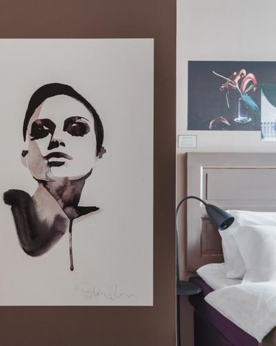 ARNJS-King-Bed-Room-Art-details