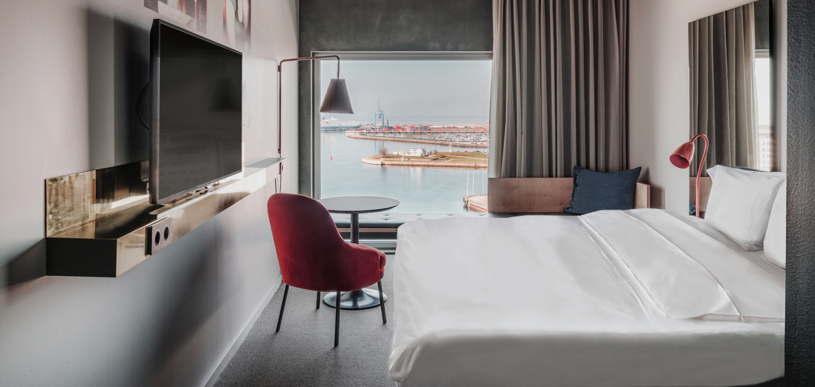 MMXJD-King-Bed-Ocean-View-Room-Bed