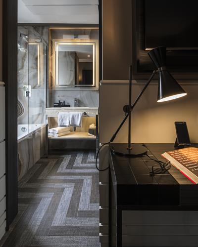 ROMJD_P0021_King_Bed_Room_Corner