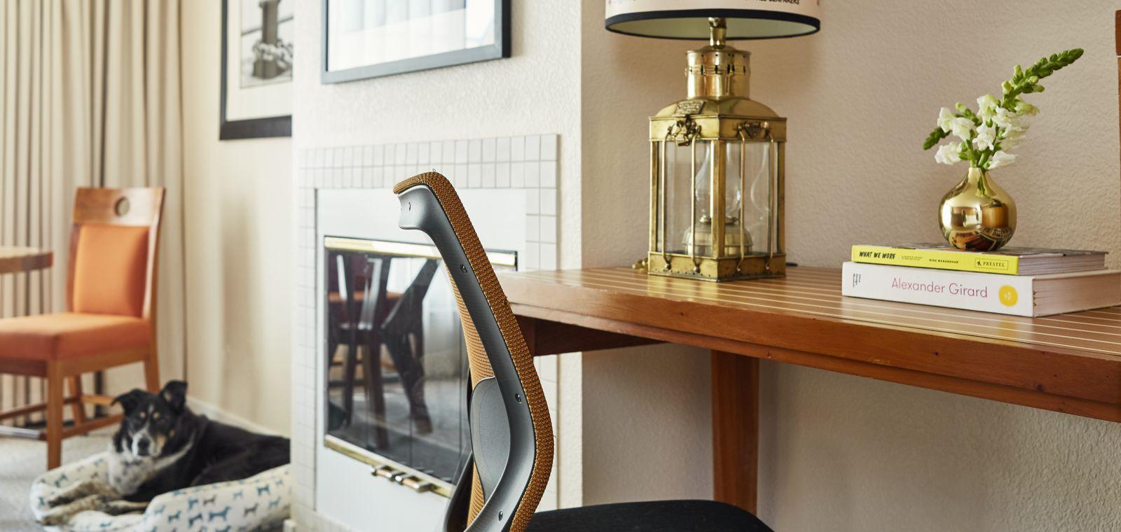 Waterfront-Hotel-Guestroom-Details-Desk-Pet-Friendly