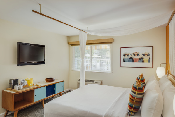 Wild Palms Guestroom Queen CS