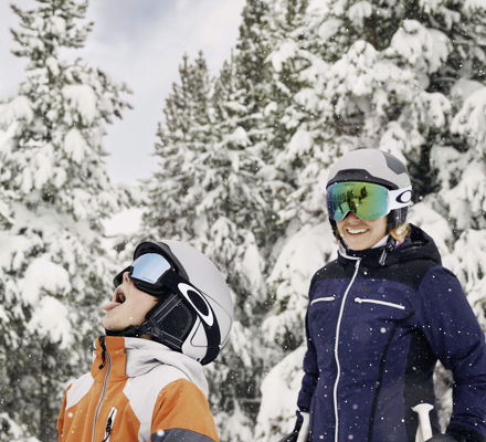 <b> Family skiing in Vail, CO. </b>