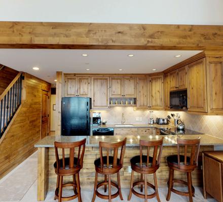 montaneros_accommodations_1b2b_diningroom
