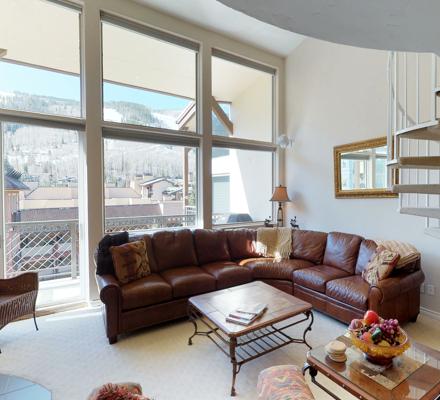 montaneros_accommodations_1b2b_livingroom