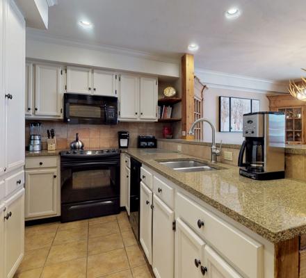montaneros_accommodations_3b3b_kitchen