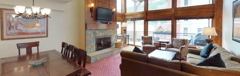 montaneros_accommodations_3b3b_livingroom