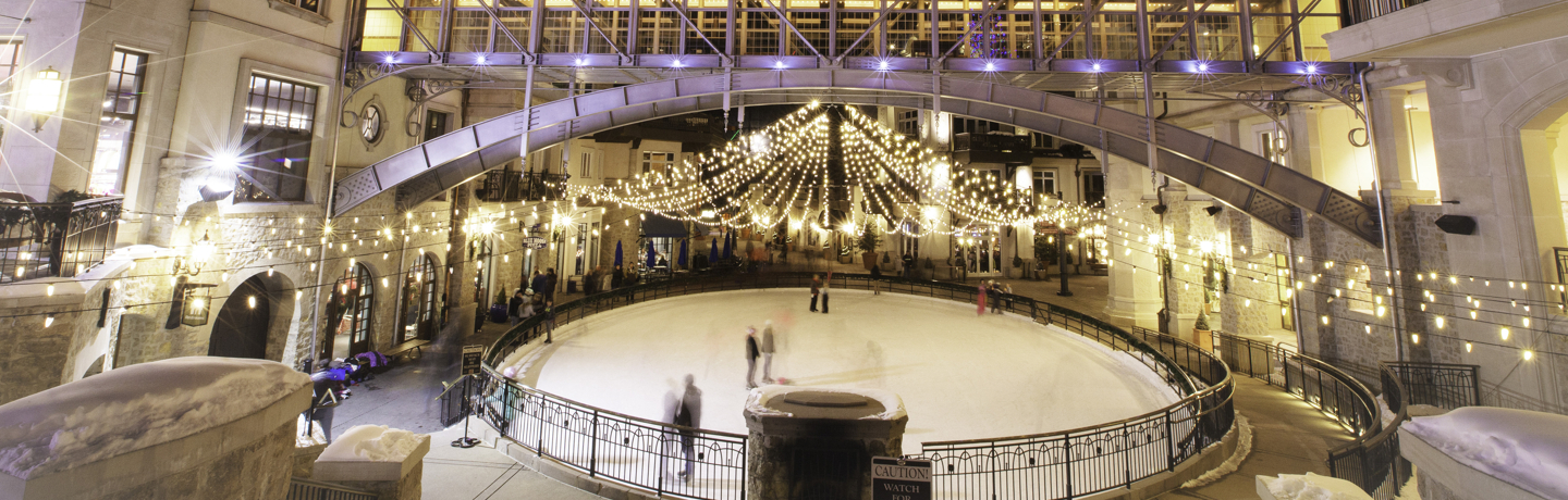 <b>Arrabelle Plaza ice rink in the evening in Vail, CO.</b>
