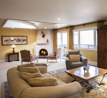 Plaza Lodge_UNIT 1_ Living Room_2